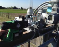 Động cơ nâng hạ chạy bằng bin tích điện