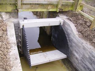 Van điều tiết mực nước cửa đập nghiêng- Tilting weir5